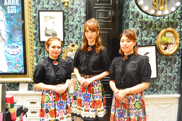 アナ スイ 新宿・渋谷・青山・六本木エリアの百貨店・ファッションビル美容部員(ナビゲーター)契約社員の求人のスタッフ写真1