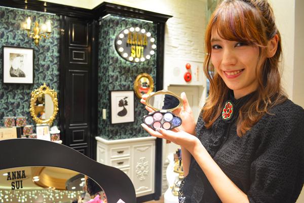 アナ スイ 東京エリアの百貨店・ファッションビル美容部員(ナビゲーター(美容部員))契約社員の求人のスタッフ写真1