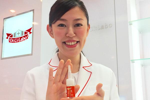 ドクターシーラボ 京王百貨店 新宿店美容部員・化粧品販売員契約社員の求人のスタッフ写真5
