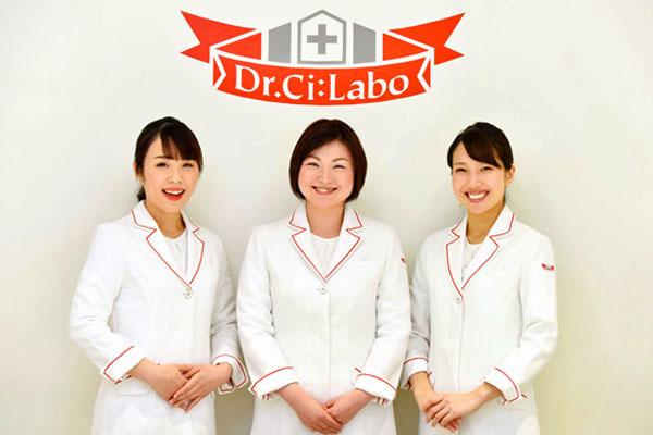 ドクターシーラボ 京王百貨店 新宿店美容部員契約社員の求人のスタッフ写真1