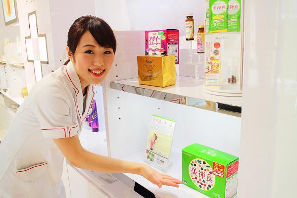 ドクターシーラボ 京王百貨店 新宿店美容部員・化粧品販売員契約社員の求人のスタッフ写真7