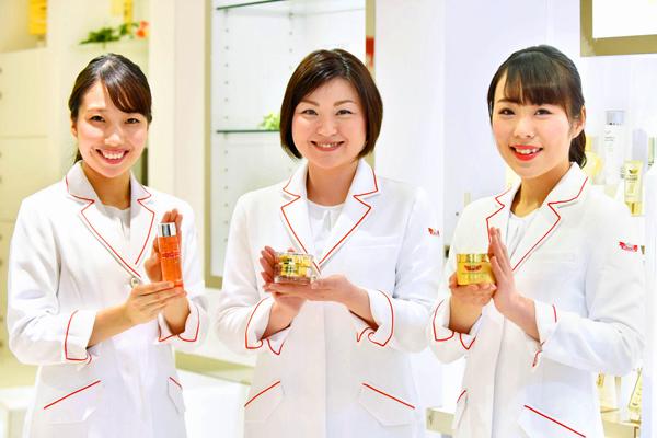 ドクターシーラボ 京王百貨店 新宿店美容部員契約社員の求人のスタッフ写真8