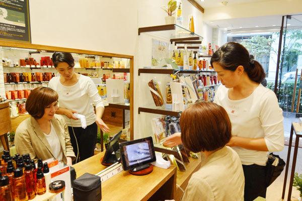 ラ・カスタ 銀座本店美容部員・化粧品販売員(販売スタッフ)契約社員の求人のスタッフ写真1