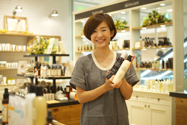 【福岡】天神美容部員(『ジョンマスターオーガニック』ビューティアドバイザー)派遣の求人の写真