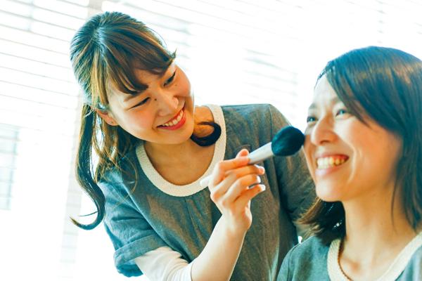 【福岡】博多・天神美容部員・化粧品販売員(『ジョンマスターオーガニック』ビューティアドバイザー)派遣の求人の写真