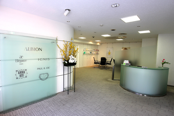 テラリウム 表参道美容部員(販売スタッフ)契約社員の求人のその他写真2