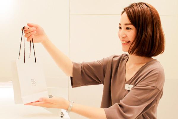 uka 伊勢丹新宿本店地下2階 ビューティアポセカリー受付・フロント(レセプション)正社員の求人の写真