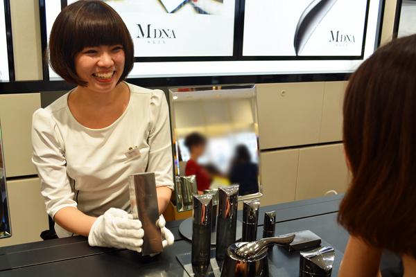 MDNA SKIN 伊勢丹新宿店美容部員・化粧品販売員(モデリスト)正社員の求人のスタッフ写真1