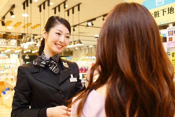 @cosme store 池袋サンシャインシティ店美容部員(ビューティカウンセラー(未経験OK)※首都圏・関西)契約社員の求人の写真