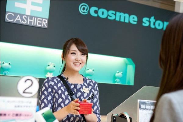 @cosme store 名古屋タカシマヤ ゲートタワーモール店(NEW)美容部員([ア] 【1】レジ【2】軽作業※首都圏・名古屋・神戸)アルバイト・パートの求人のスタッフ写真1