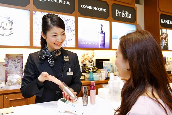 @cosme store ルクア大阪店(NEW)美容部員([契] ビューティカウンセラー(未経験OK)首都圏大阪)契約社員の求人の写真