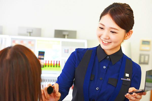 イプサ 東京エリア百貨店美容部員(イプサクルー)正社員の求人のスタッフ写真1