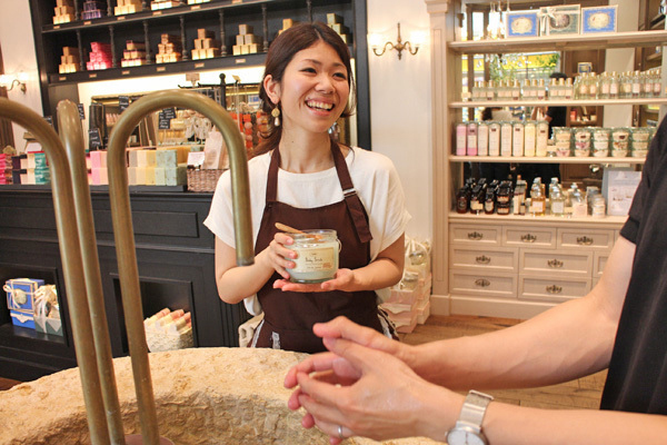 SABON 銀座店(4月NEWオープン予定)美容部員(バス&ボディケアの販売)正社員,アルバイト・パートの求人のスタッフ写真1