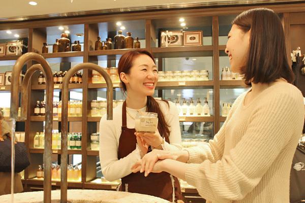 SABON 銀座店(4月NEWオープン予定)美容部員(バス&ボディケアの販売)正社員,アルバイト・パートの求人のスタッフ写真3