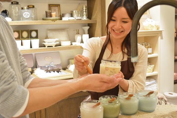 SABON GINZA SIX店(4月21日NEW OPEN)美容部員(バス&ボディケアの販売)正社員,アルバイト・パートの求人のスタッフ写真6