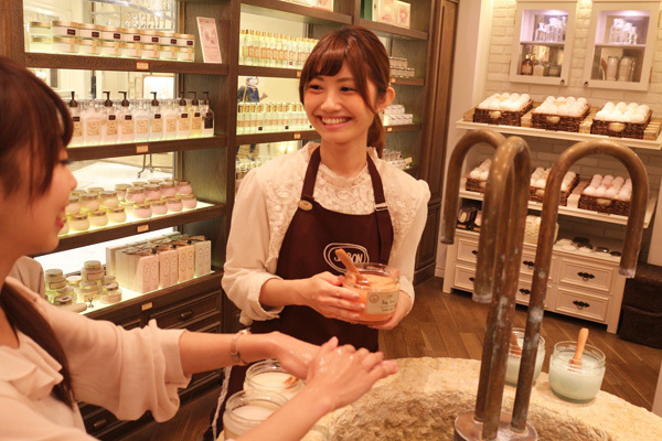 SABON 銀座店(4月NEWオープン予定)美容部員(バス&ボディケアの販売)正社員,アルバイト・パートの求人のスタッフ写真2
