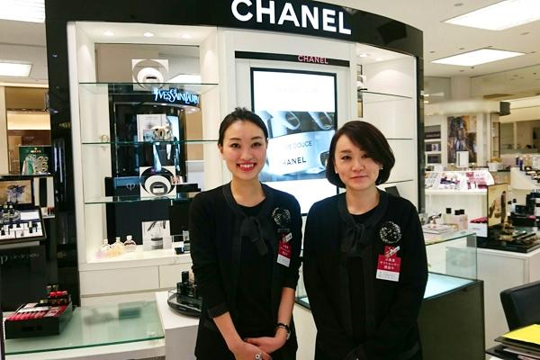 そごう 横浜店美容部員(『シャネル』など化粧品カウンター ビューティーアドバイザー)契約社員の求人のスタッフ写真1