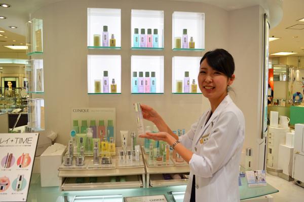そごう 横浜店美容部員(『シャネル』など化粧品カウンター ビューティーアドバイザー)契約社員の求人のスタッフ写真7