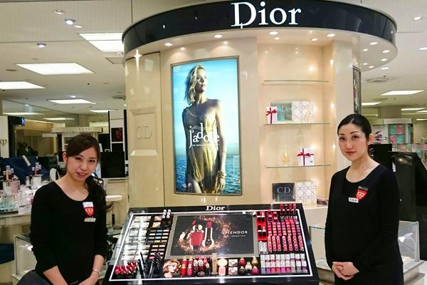 そごう 横浜店美容部員(『シャネル』など化粧品カウンター ビューティーアドバイザー)契約社員の求人のスタッフ写真4