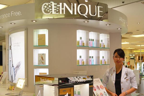 そごう 横浜店美容部員(『シャネル』など化粧品カウンター ビューティーアドバイザー)契約社員の求人のスタッフ写真6