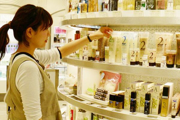 isetan Cosmetics ナチュラルコスメコーナー( ルクアイーレ内)美容部員(ナチュラル&オーガニック ビューティコンシェルジュ)アルバイト・パート/正社員の求人の店内写真1
