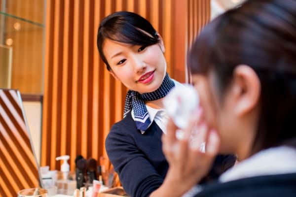 よーじや 祇園店美容部員(ビューティアドバイザー)契約社員の求人のスタッフ写真1