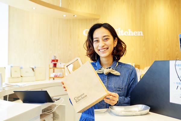 Cosme Kitchen 代官山店美容部員(コスメアドバイザー)正社員/契約社員/アルバイト・パートの求人のスタッフ写真1