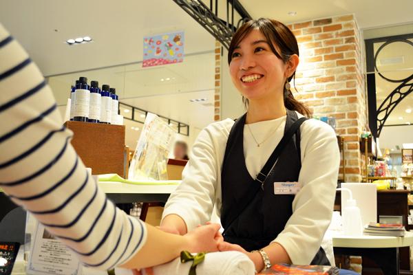 フルーツギャザリング 銀座インズ店(6月上旬オープン)美容部員(販売スタッフ)契約社員,アルバイト・パートの求人のスタッフ写真2