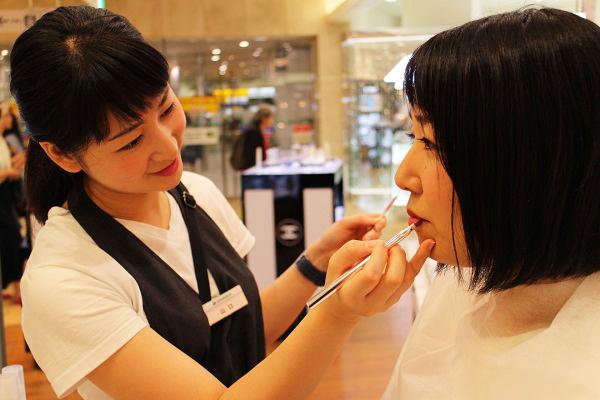 フルーツギャザリング 東京駅 グランスタ店(4/27 NEW OPEN)美容部員(販売スタッフ)契約社員,アルバイト・パートの求人のスタッフ写真2