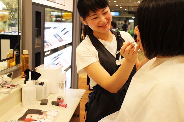 フルーツギャザリング 東京駅 グランスタ店(4/27 NEW OPEN)美容部員(販売スタッフ)契約社員,アルバイト・パートの求人のスタッフ写真1