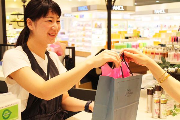 フルーツギャザリング 東京駅 グランスタ店(4/27 NEW OPEN)美容部員(販売スタッフ)契約社員,アルバイト・パートの求人のスタッフ写真5