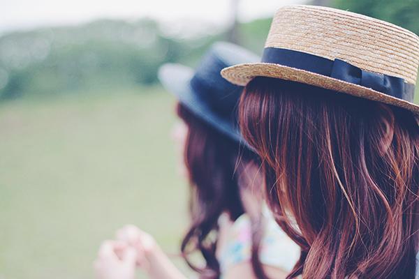 カラコン、髪色、ネイル…美容部員ってどこまでOK?