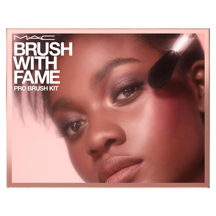 BRUSH WITH FAME PRO BRUSH KIT  / M・A・C | 魅可